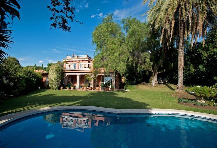Charming luxury villa in Marbella - Nueva Andalucia - Hus