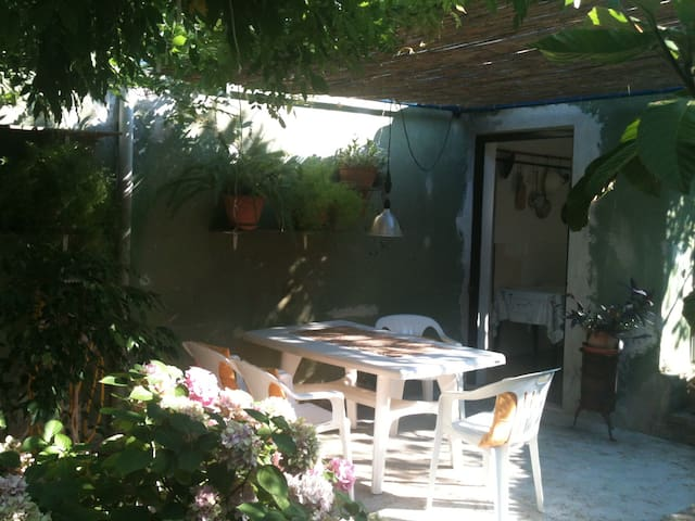 Small cozy house with a garden (pets are welcome) - Morter - Appartamento