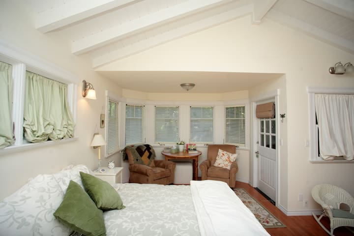 Private and Cozy Studio Cottage Welcomes You! - San Anselmo - Chatka