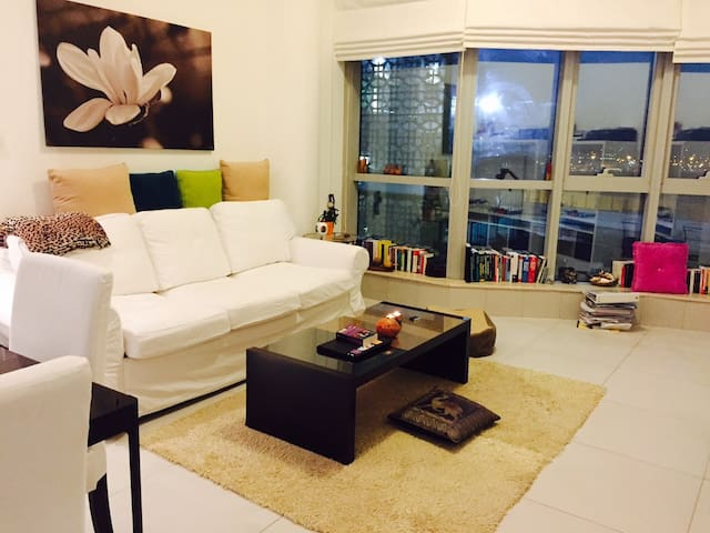 Beautiful, homey & comfy Master Bedroom - Dubai