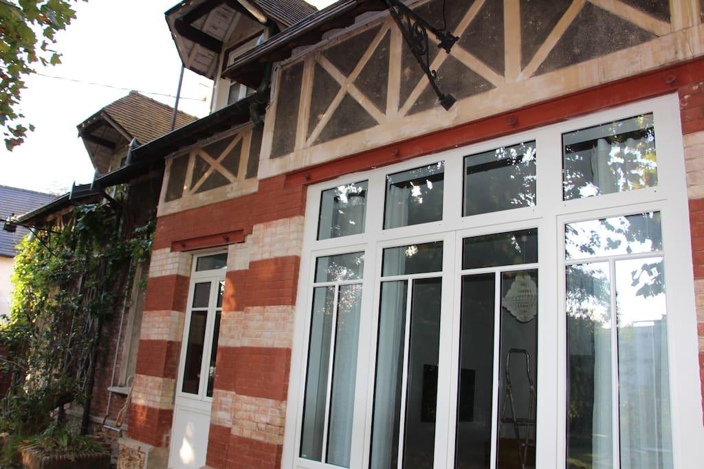 Votre studio avec ses portes fenêtres sur le jardin