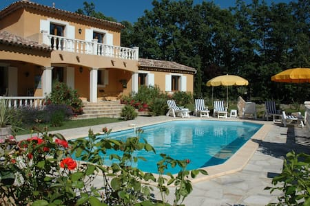 Suite familiale 5 personnes - Régusse - Bed & Breakfast