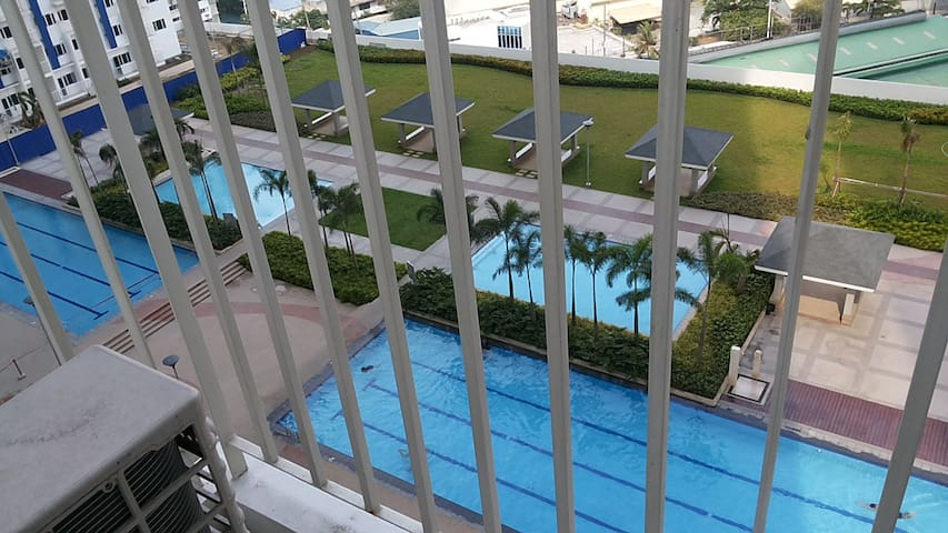 Condo with Great View of Pool Area & Amenities - Mandaluyong City - Ortak mülk