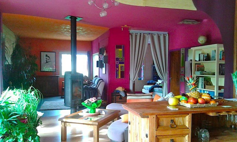 Jolie loft spacieux et coloré