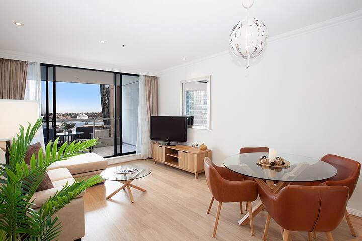 Spacious Luxury Apartment in Heart of CBD