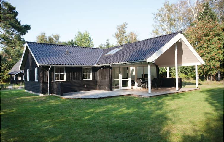 Holiday cottage with 2 bedrooms on 80m² in Skælskør