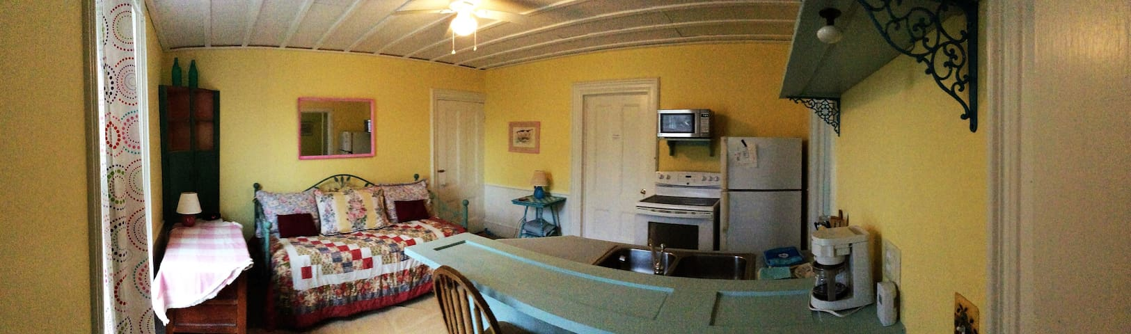 Vinalhaven Island Private 1 Room Efficiency w/Bath - Vinalhaven - Leilighet