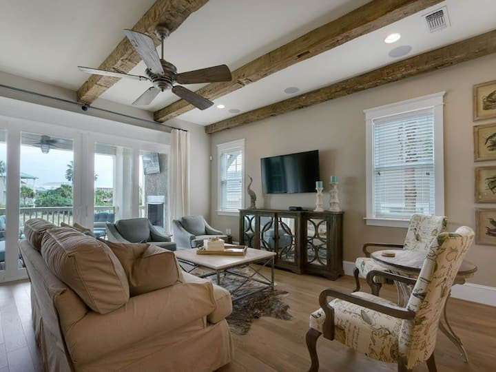 Beautiful 6-Bedroom Home Located in Destin Pointe w/Shared Swimming Pool