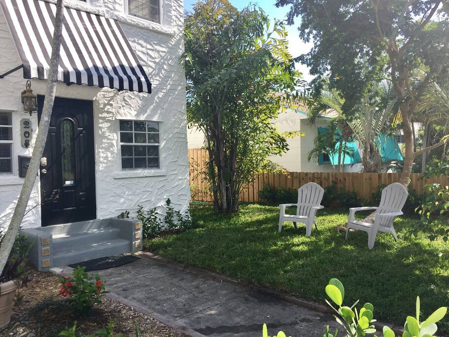 Front yard ground floor apartment  - you also have a lovely private back yard too