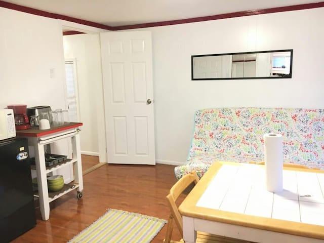 Cozy One Bedroom Apartment in Astoria!