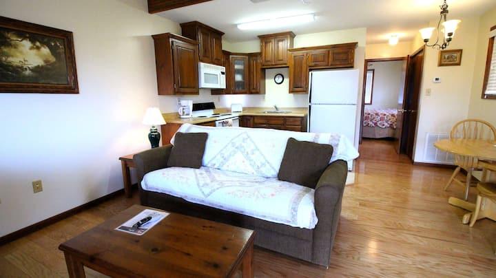 Peach Tree Inn & Suites | King Suite