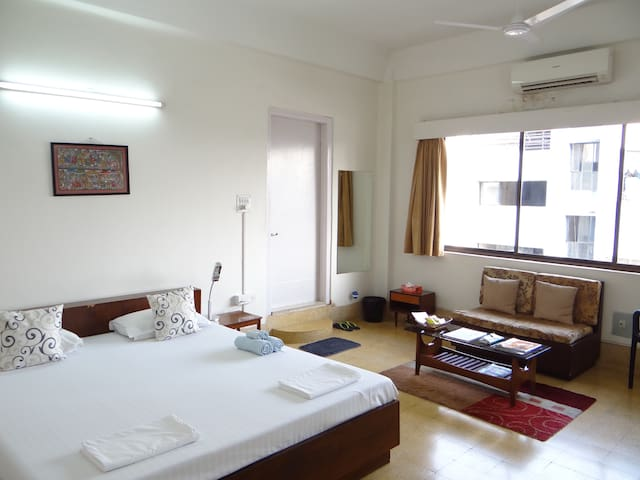 A+ location, great views, WiFi+AC! - Kolkata