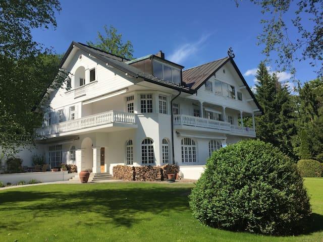 Beautifull Hide away / Traumwohnung in hist. Villa