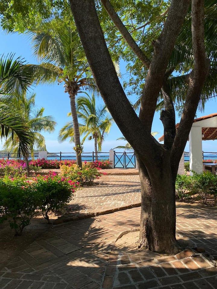 Hermosa Casa Xametla Frente al Mar