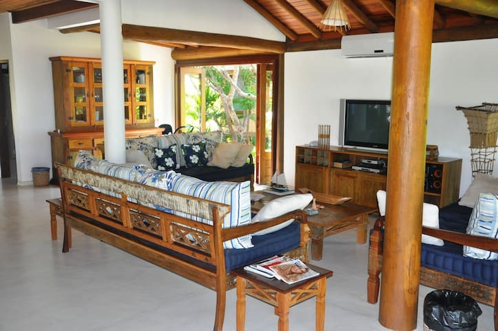 Casa frente para praia Condominio Villa Oberoi - Santa Cruz Cabrália - House