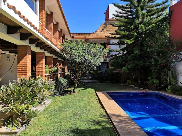 Amplia casa Tipo Hacienda Mexicana en fracc.