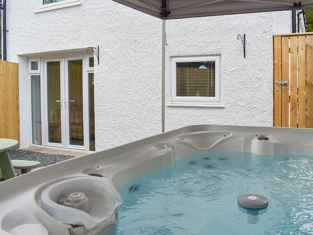 Woodland Suite, sleeps 2, with hot tub