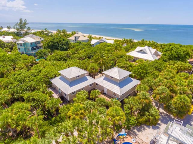 Cottage Secluded in Palms 1 minute walk to Beach - Captiva - House