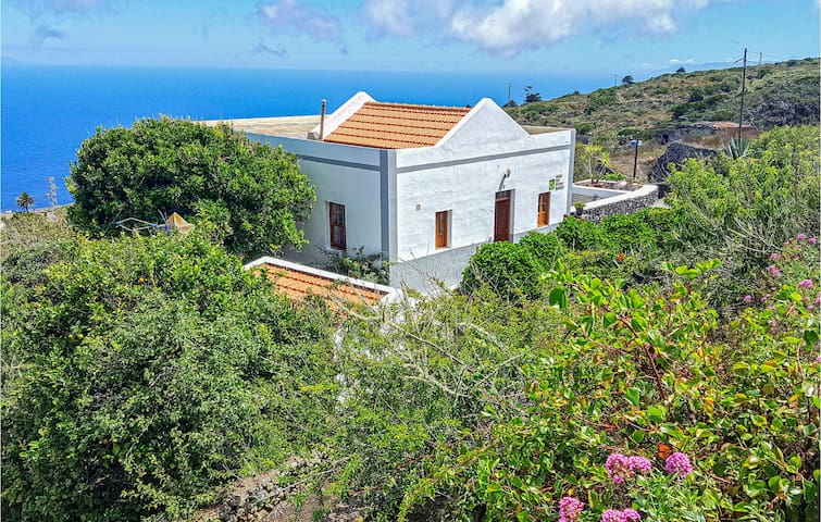 Holiday cottage with 2 bedrooms on 64m² in Valverde