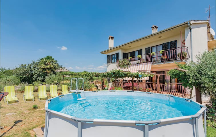Holiday apartment with 3 bedrooms on 93m² in Svetvincenat