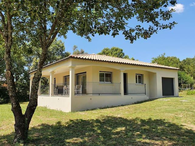 Villa neuve climatisée 6 personnes Sud-Ardèche