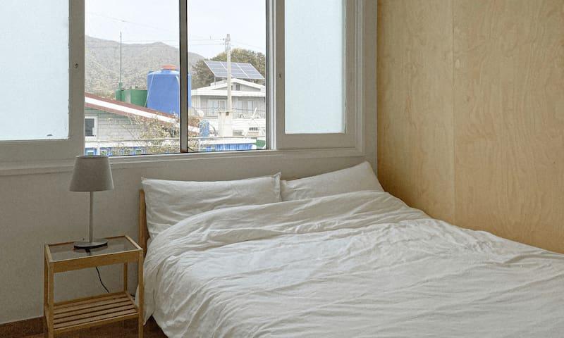 no2. queen bed room