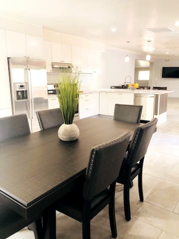 Private Family Friendly Modern Remodeled Retreat