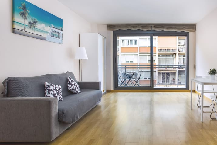 Large room for 4 people in the centre of Barcelona
