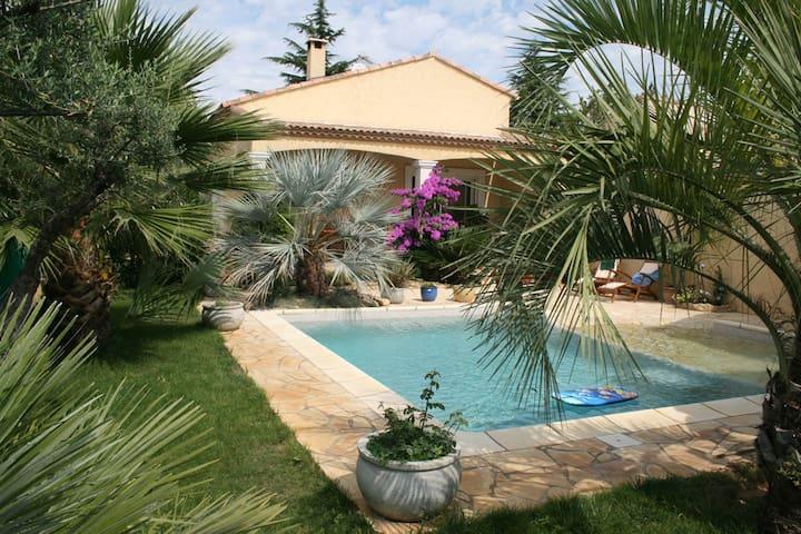 Villa tout confort avec piscine 6p - Pinet - Huis
