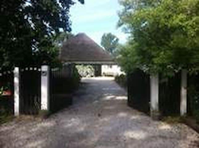 Landelijk vakantiehuis met zwembad! - Schoorl - Srub