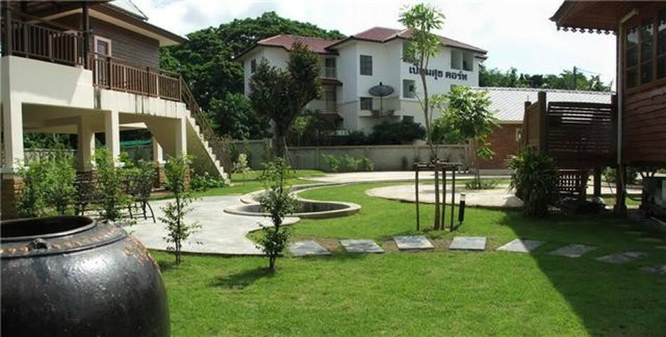 Private villas for group stay - Soi 5 Chiang Mai - Casa de campo