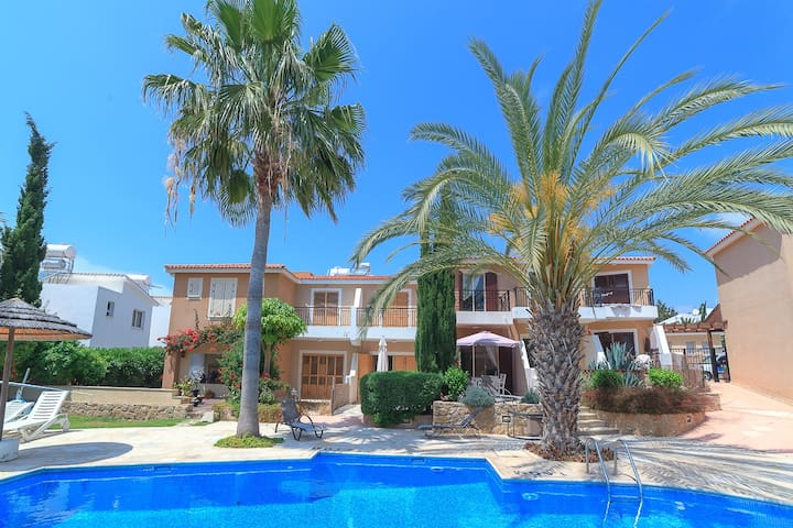 Luxury villa in Paphos with pool