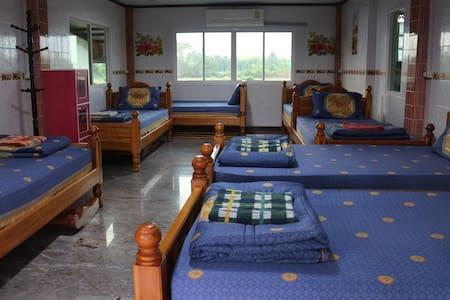 Experience Thai Life in Singburi - Tambon Phrom Buri - Dormitório