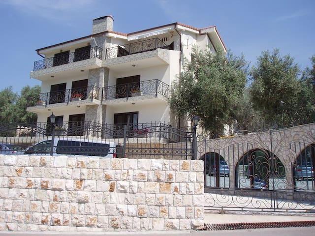 Villa - stari Bar - Hus