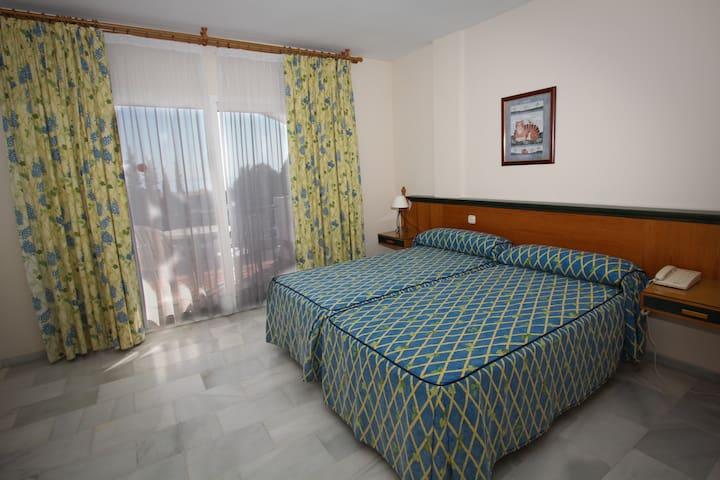 Habitacion de Hotel - Estepona, Buenas Noches - Bed & Breakfast