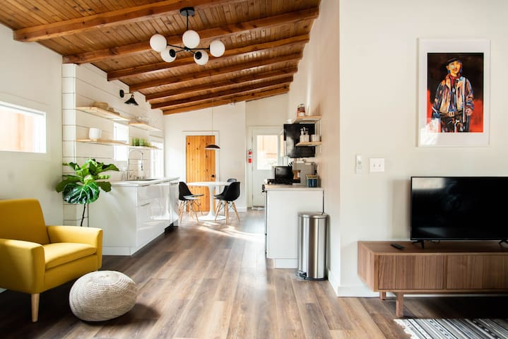 Newly Renovated Cabin near Midtown & Grindstone