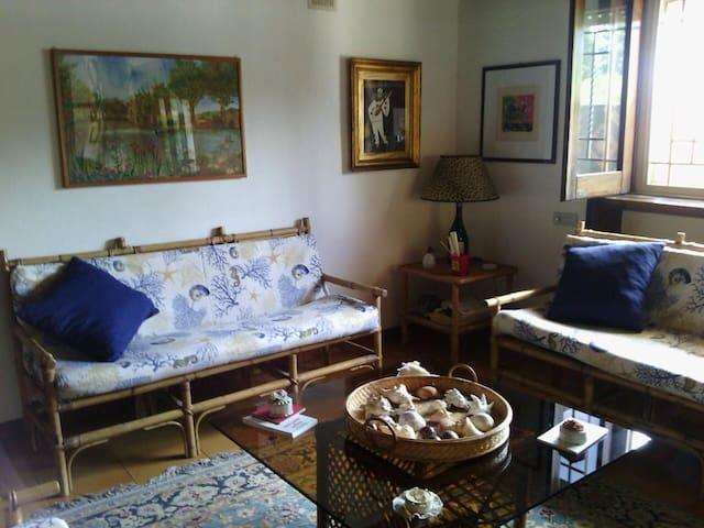 Stanza privata in villa ville in affitto a bari puglia for Stanze in affitto bari