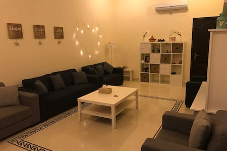 Cosy Independent room with bathroom - Doha - House
