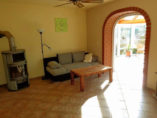 Wohnzimmer, Kaminofen, Schlafsofa