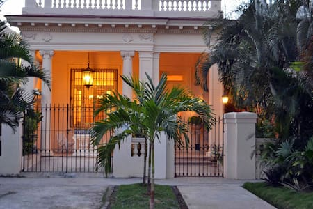 Stylish Spanish Mansion in Habana - Vedado Habana