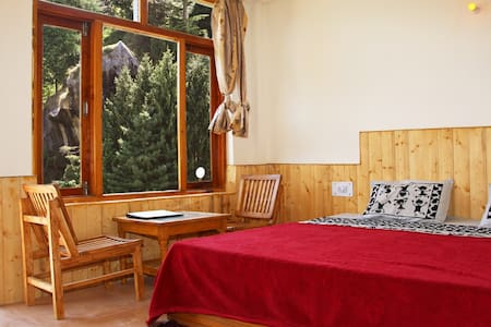 Double bed room Rock Top inn& cafe - Manali - Bed & Breakfast
