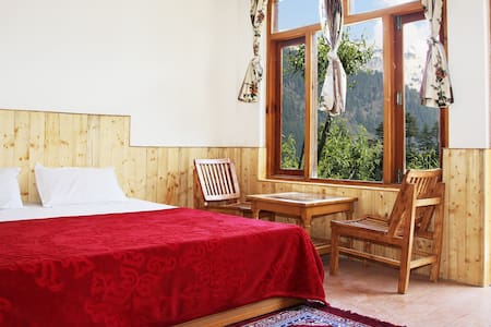 Double bed room Rock Top inn& cafe - Manali