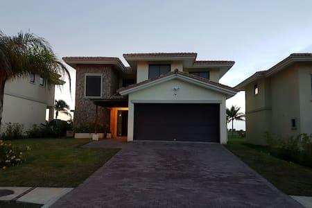 Vista Mar Golf & Beach Resort - San Carlos District - Hus