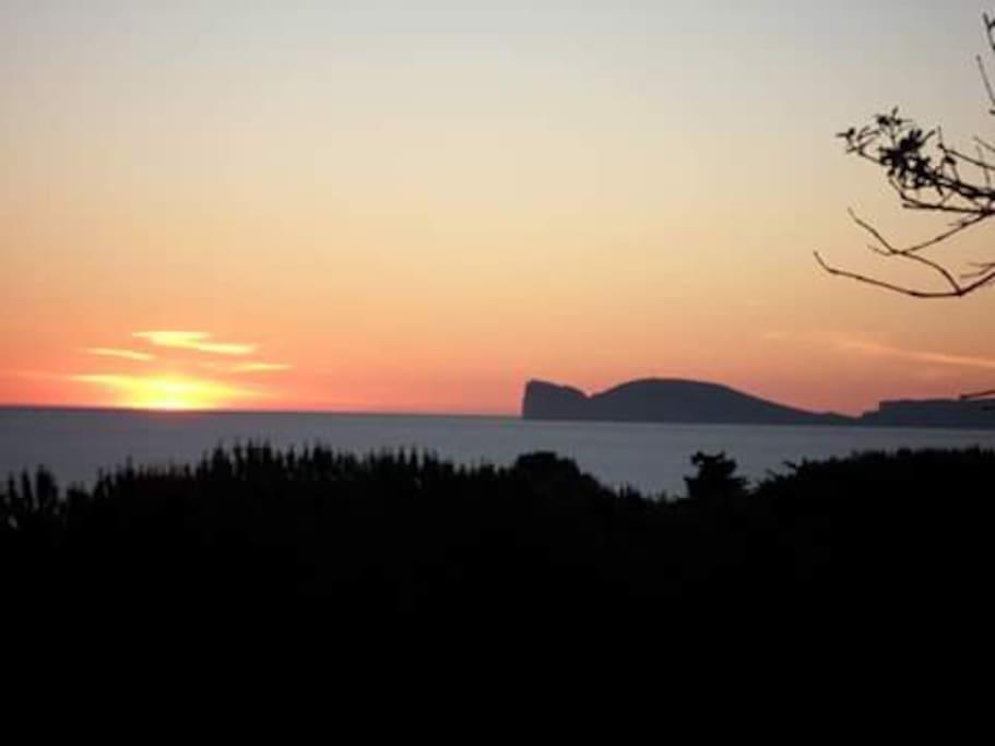 tramonto visto dalla struttura sul promontorio di Capo Caccia