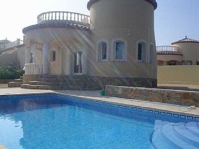 Stunning 3 bed villa, private pool - Les Tres Cales - House