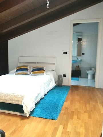 Big room with private bathroom and cooking courses - Monteveglio - Apartemen