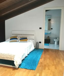 Big room with private bathroom and cooking courses - Monteveglio - Apartamento
