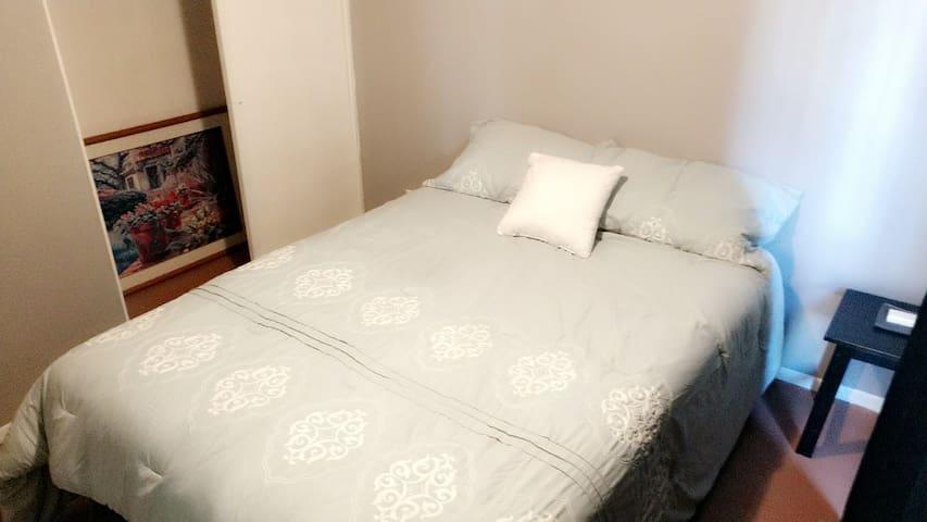 *Low Cleaning Fee & 5 Star Communication*Queen Bed