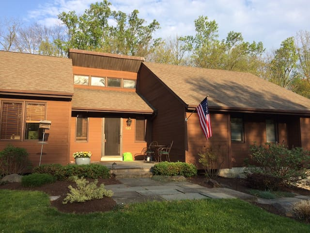 Beautiful Home in Chester County - - Kennett Square - Penzion (B&B)