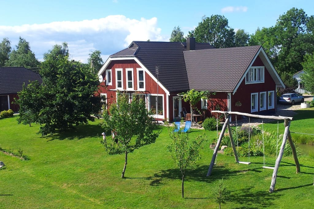 a lot of space for outdoor games, BBQ , sunbaths, fishing and relax!